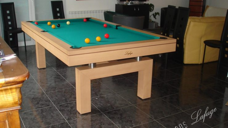 Billard contemporain en hêtre