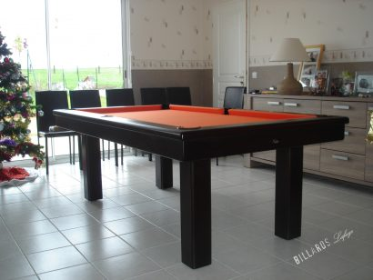 Billard Loft teinte ébène avec tapis orange